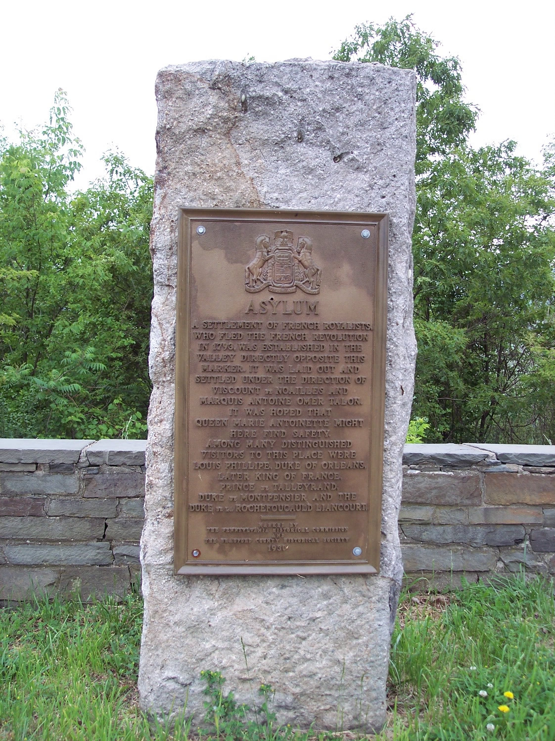 Historical Plaque Commemorating the colony and the visits of French noblemen