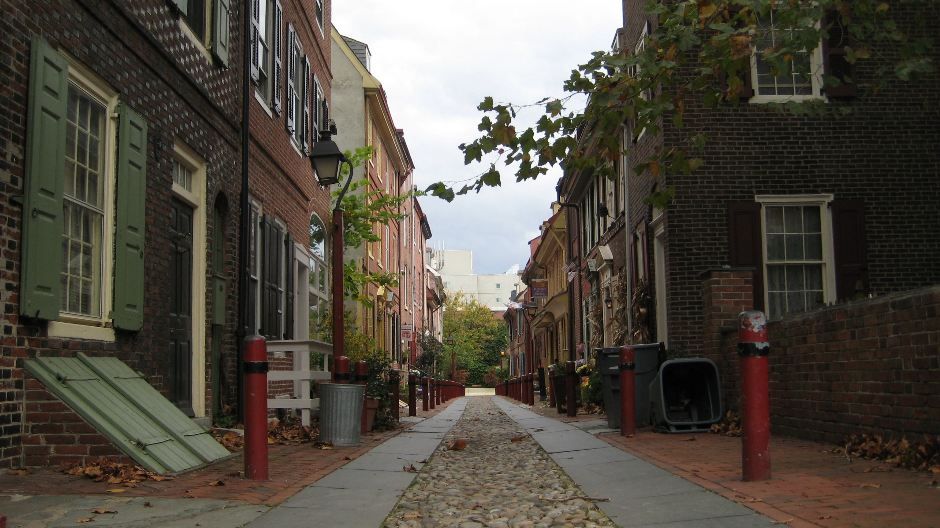Panoramic view of Elfreth's Alley looking east
