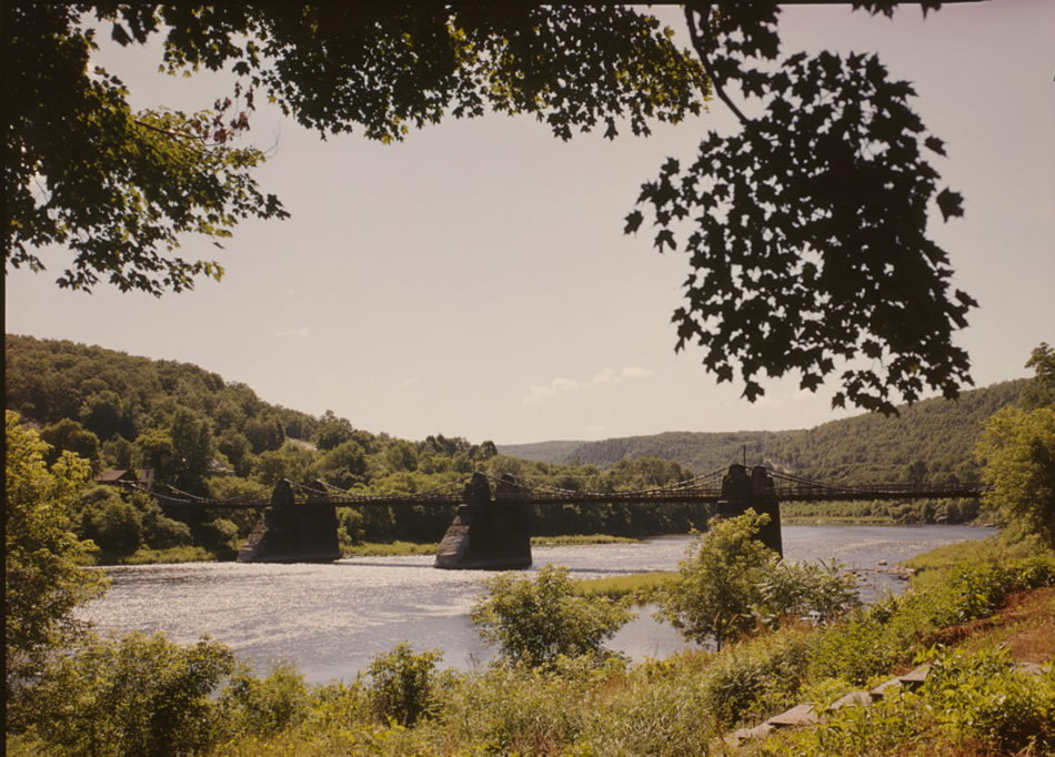 Color picture of Roebling's Delaware Aqueduct