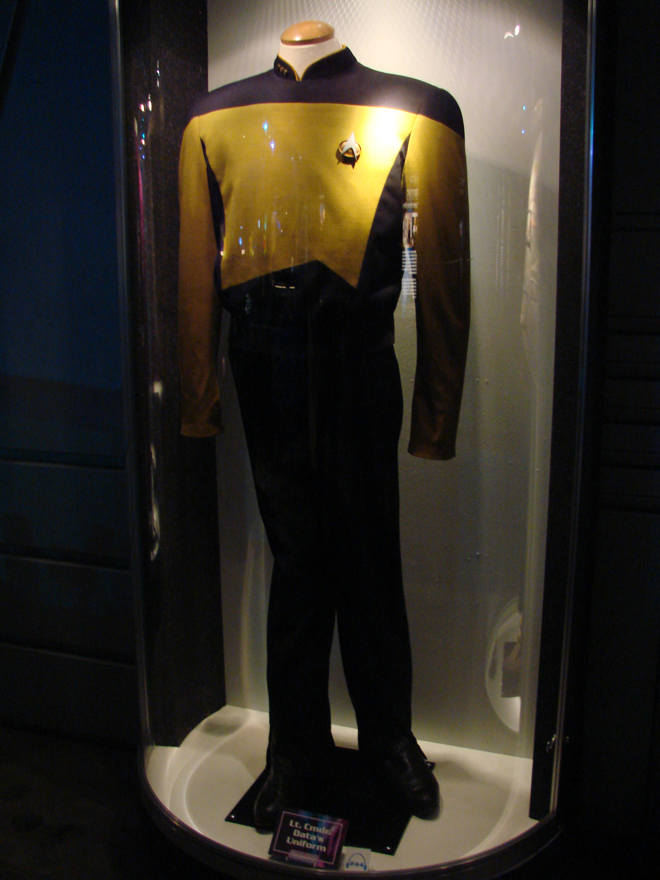 Lt. Cmdr. Data's Uniform